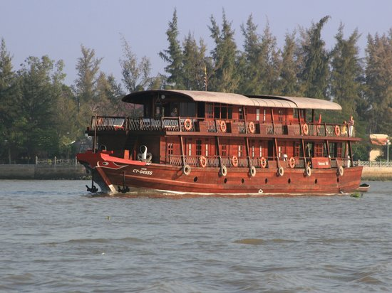 Trans Mekong Cruise: Bassac III on its way towards Cai Rang floating market.