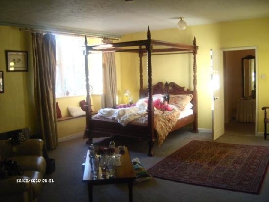 Skirrid Mountain Inn: one of the bedrooms