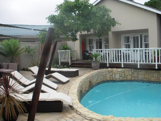 African Breeze Guesthouse Leisure Isle Knysna: Pool and front of bedrooms