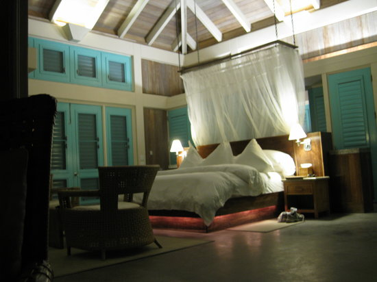 Cayo Espanto: Room at night