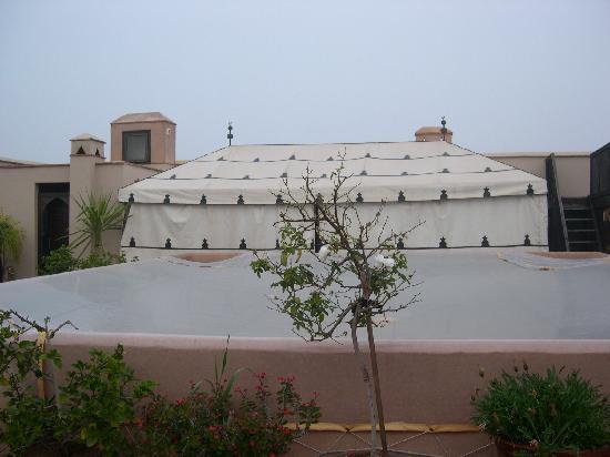 Riad Elnoujoum : la tente berbere