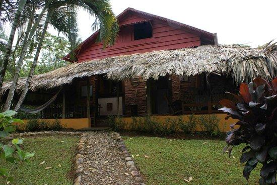 Burbayar Lodge: Lodge from Parking Lot