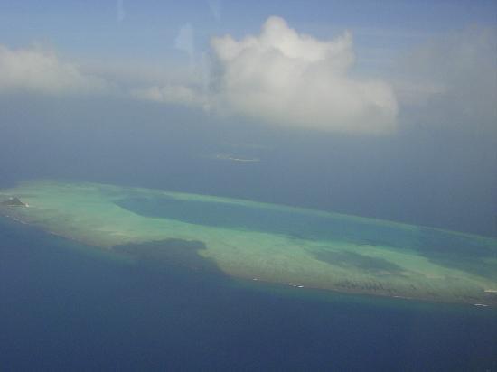 Palm Beach Resort & Spa Maldives: Vue de l'hydravion