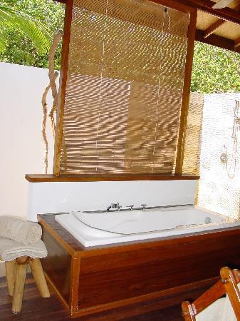 Palm Beach Resort & Spa Maldives: La salle de bain à ciel semi - ouvert