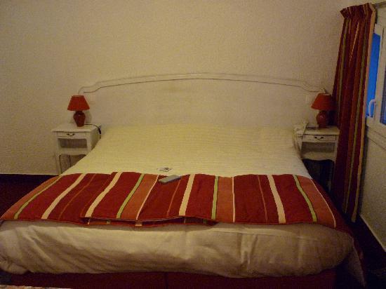 Best Western Le Bois de La Marche : un des lits de la chambre