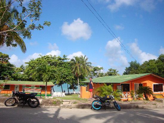 Cabanas El Recreo: vista desde la carretera