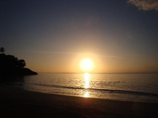 Cabanas El Recreo: puesta del sol en Agua Dulce