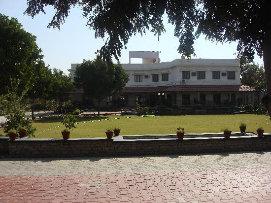 Hotel Chitvan : Front of hotel