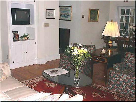 Bethlehem Inn: Living Room