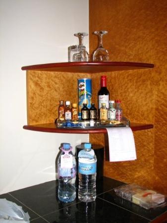 Skycity Darwin: Nothing is free at the mini bar .... Water A$6...