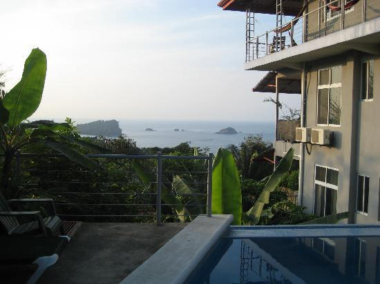 Villa Manuel Antonio: Pool and exterior