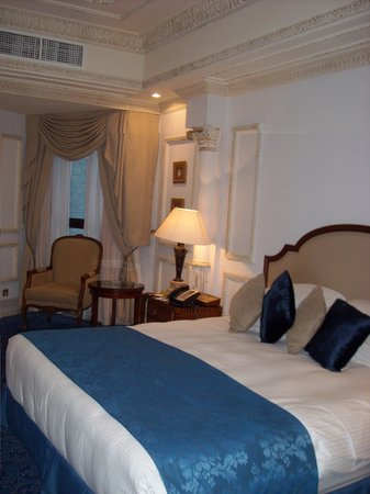 InterContinental Dar Al Tawhid : the bed