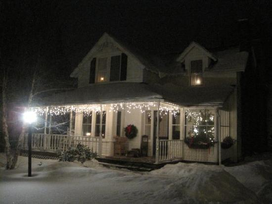 Winterberry Bed & Breakfast: Winterberry from the outside