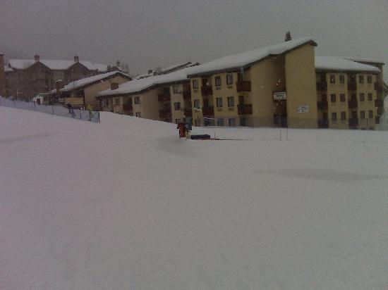 The Ptarmigan Inn: view of hotel from gondola