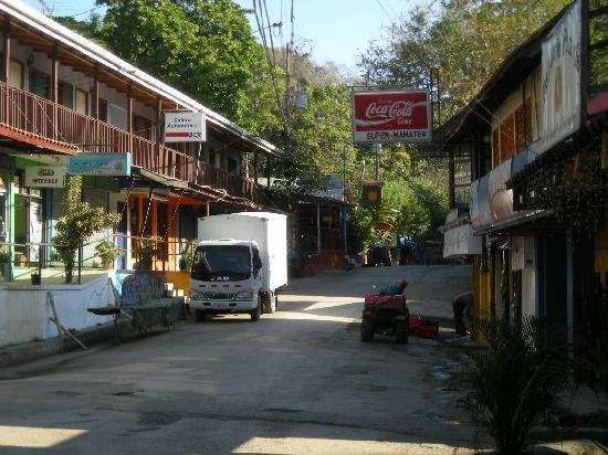 Hotel Casitas Sollevante: downtown montezuma