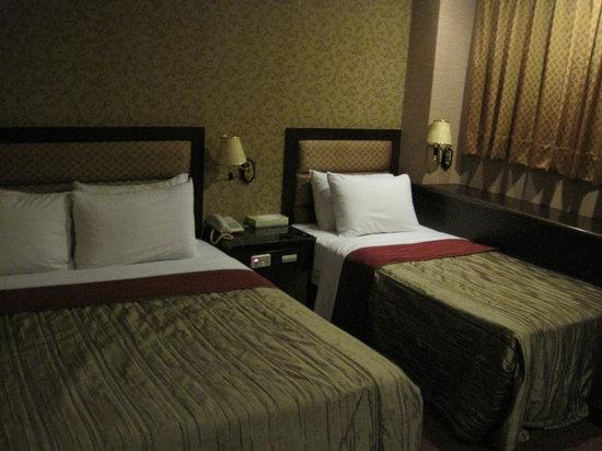 Royal Garden Hotel: the room