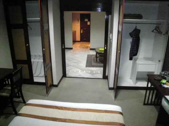 The Elegance Suites: room
