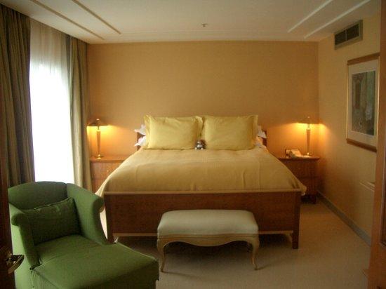 Conrad Centennial Singapore: Bed Room