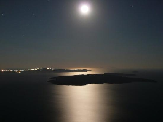 Iconic Santorini, a boutique cave hotel: Nathan's moon shots from the Icons