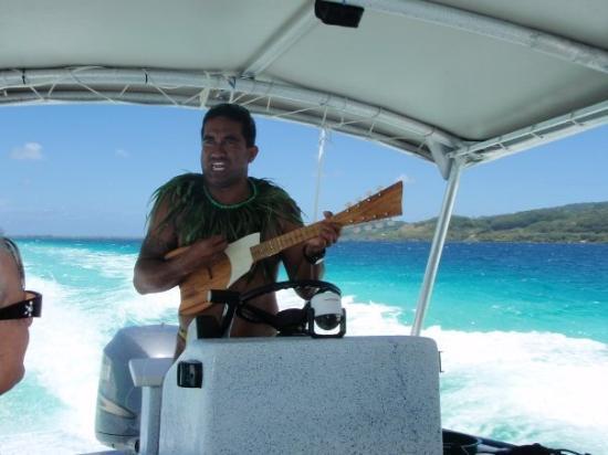 Tahaa, Frans-Polynesië: Mr. Mata.. funny guy..