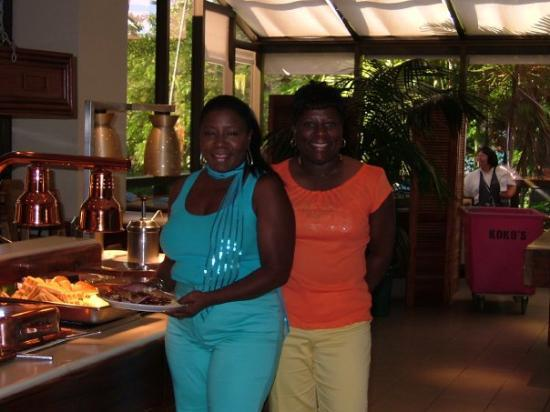 Hale Koa Hotel: Me and my sister Vonnie at Sunday Brunch