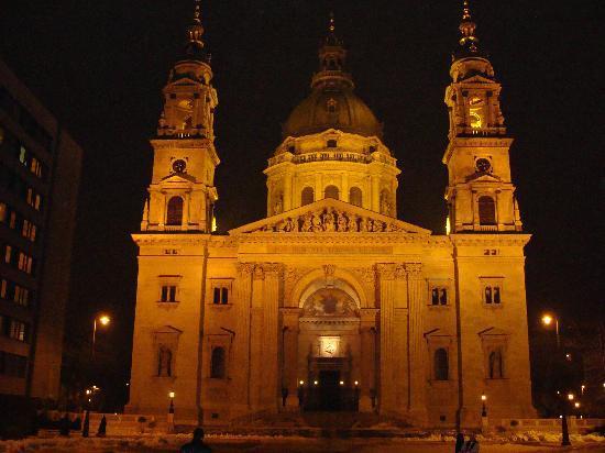 Hotel Central Basilica: St Istvan basilica