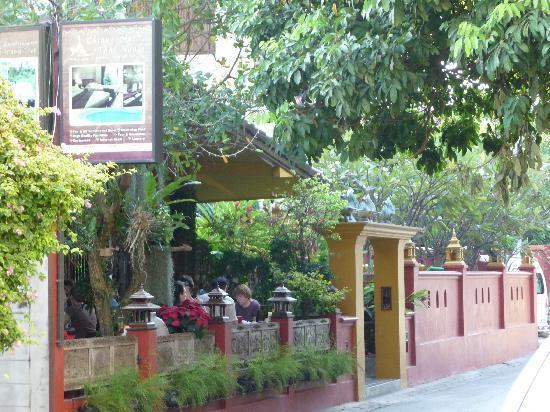 Chiang Mai Thai House: la terrasse du restaurant