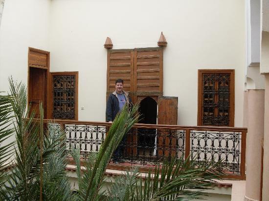 Riad Les Trois Palmiers El Bacha : entrée de notre chambre (saadienne)