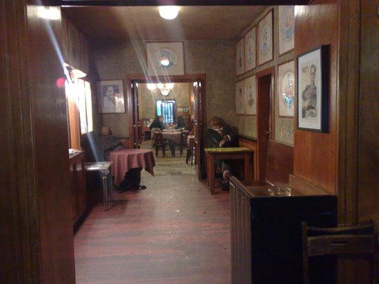 Hostinec U Kalicha: The entrance hall looking towards the dining room