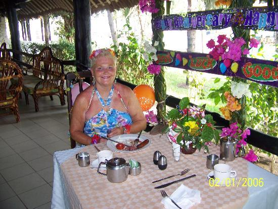 Southern Palms Beach Resort : Anniversary table at breakfast