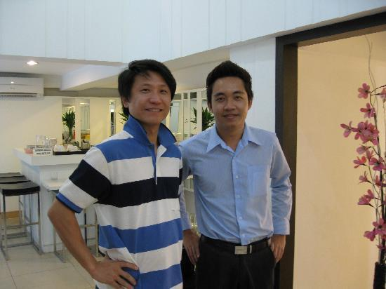 โรงแรมนันทรา เดอ คอมฟอร์ท: with hotel staff