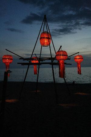 Lanta Marine Park View Resort: Lights outside Same Same But Different