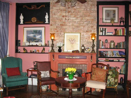 Park Avenue Manor : Sitting Room