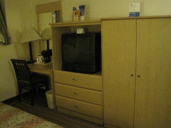 Jamaica, NY: desk/TV