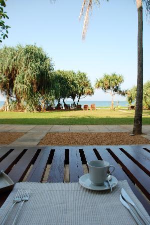 Temple Tree Resort & Spa: Frühstück am Meer