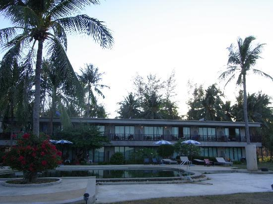 Lanta Darawadee Hotel : ビーチから