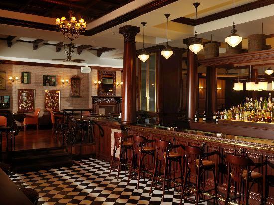 Park Rotana Abu Dhabi: Cooper's Bar & Restaurant