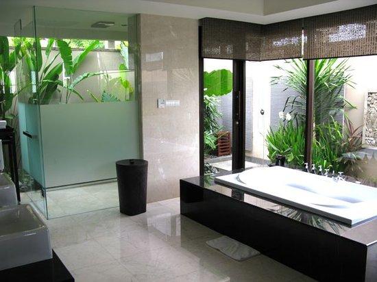 Banyan Tree Ungasan, Bali: bathroom