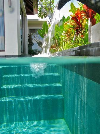 Banyan Tree Ungasan, Bali: pool stairs and walkway to ourside shower