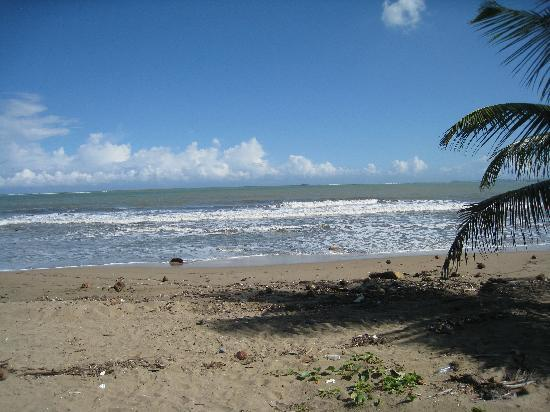 Toa Baja, Пуэрто-Рико: Plage pas très propre
