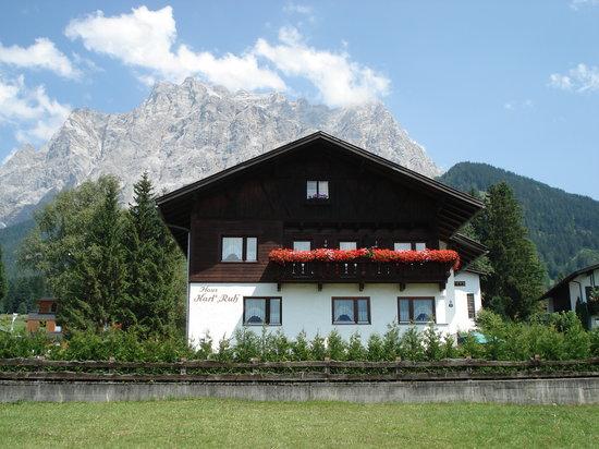 Haus Karl's Ruh with Wetterstein Range