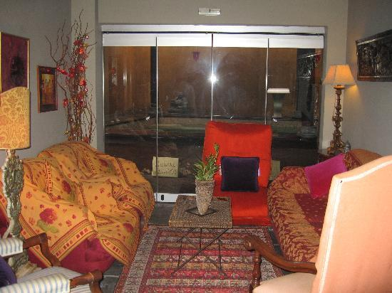 Le Convivial Wine Experience Suites: Hotel lobby