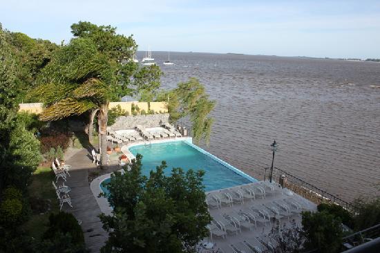 Radisson Colonia del Sacramento Hotel: Rimless pool