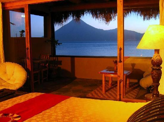 Laguna Lodge Eco-Resort & Nature Reserve: All suites offer incredible views from bed!