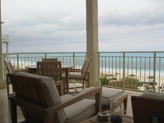 West Bay Club: Perfect balcony.
