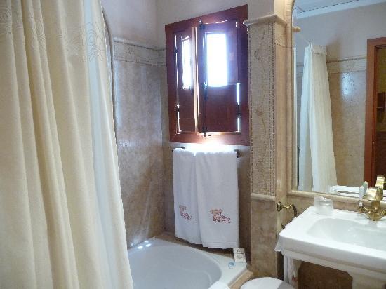 Hospederia de El Churrasco: The Bathroom