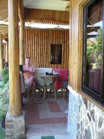 Dumaguete Springs Beach Resort : Porch with seating area.