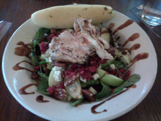 Max & Erma's: Apple pecan salad