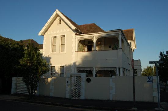 Karibu House, Guest House