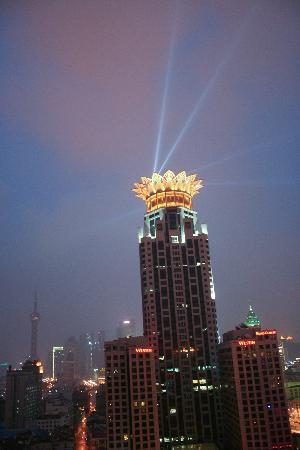 Salvo Hotel Shanghai: View at night.